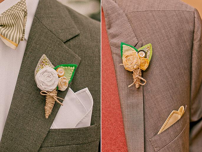 Ingeniosos adornos para los boutonnieres de novios e invitados. Foto de Sweet Little Photographs