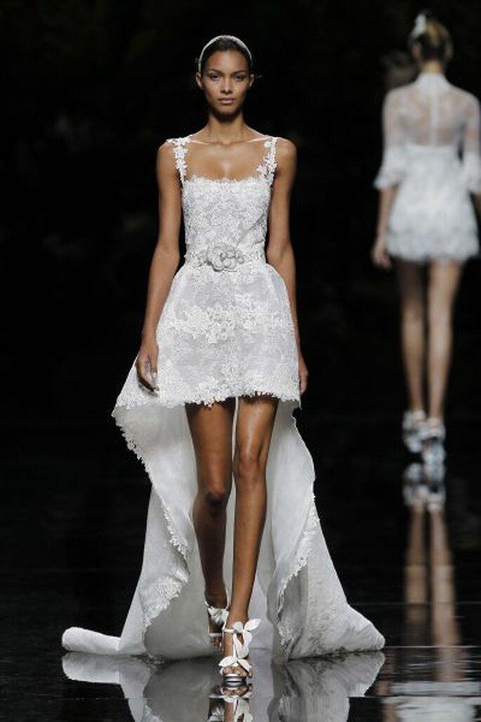 kurzes Brautkleid mit Schleppe - PRONOVIAS