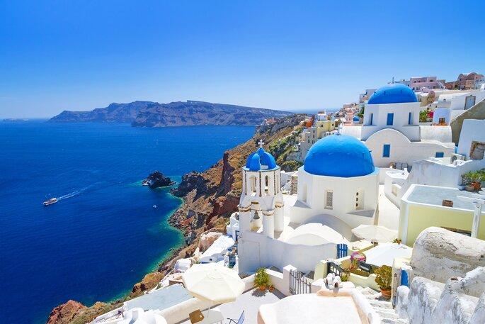 Santorin est l'une des destinations les plus prisées des touristes en Grèce. Crédit : Patryk Kosmider, Shutterstock