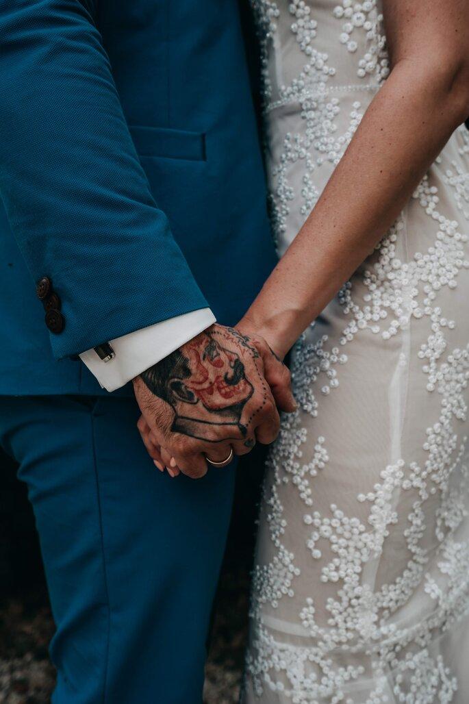 Brautpaar Händchen haltend