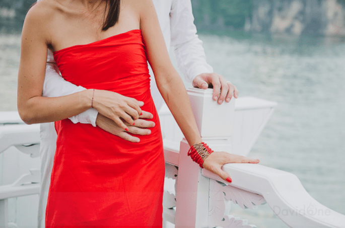 Sesión fotográfica pre-boda a la orilla de la bahía. Foto de David One