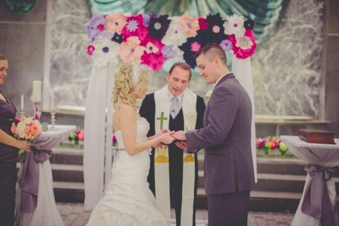 Paper decorations for your wedding - Photo: La Voie Photography