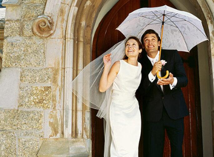Besprechen Sie mit Ihrem Friseur auch die entsprechende Pflege für den Fall, dass Sie schlechtes Wetter an Ihrem Hochzeitstag haben sollten. Foto: zaragozaboda.com
