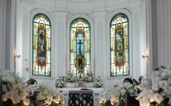 DT Assessoria & Cerimonial - decoração de altar de igreja católica