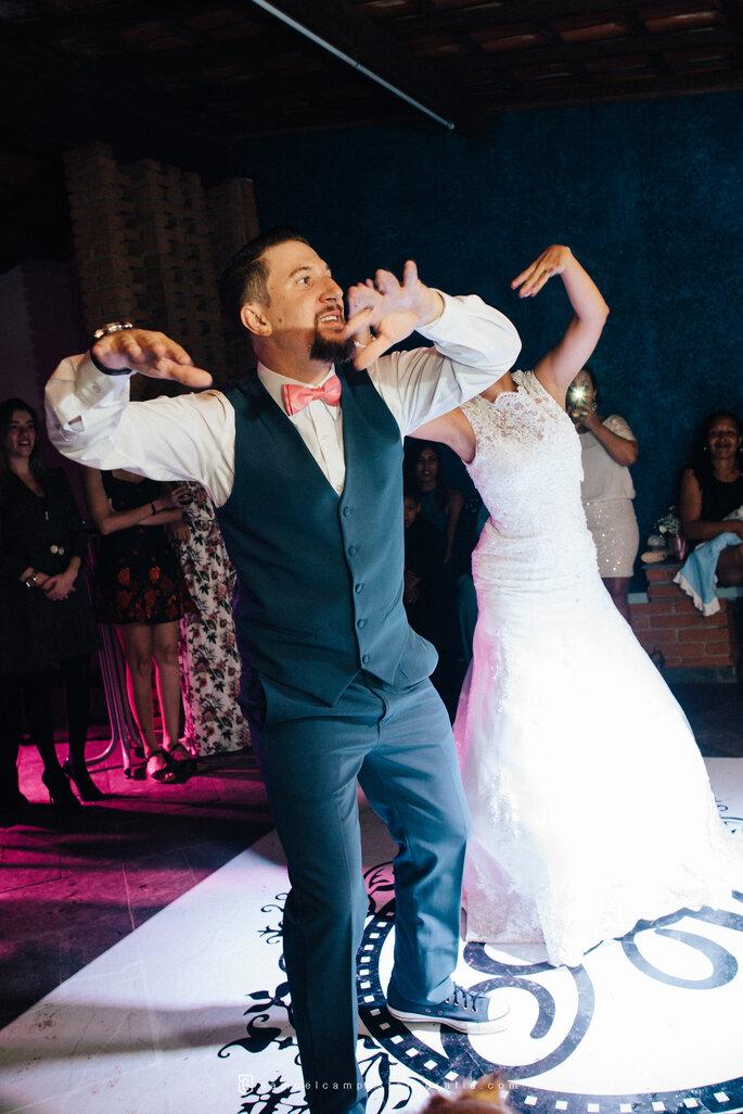 Dança animada dos noivos