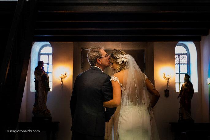Pai e filha antes da cerimônia de casamento