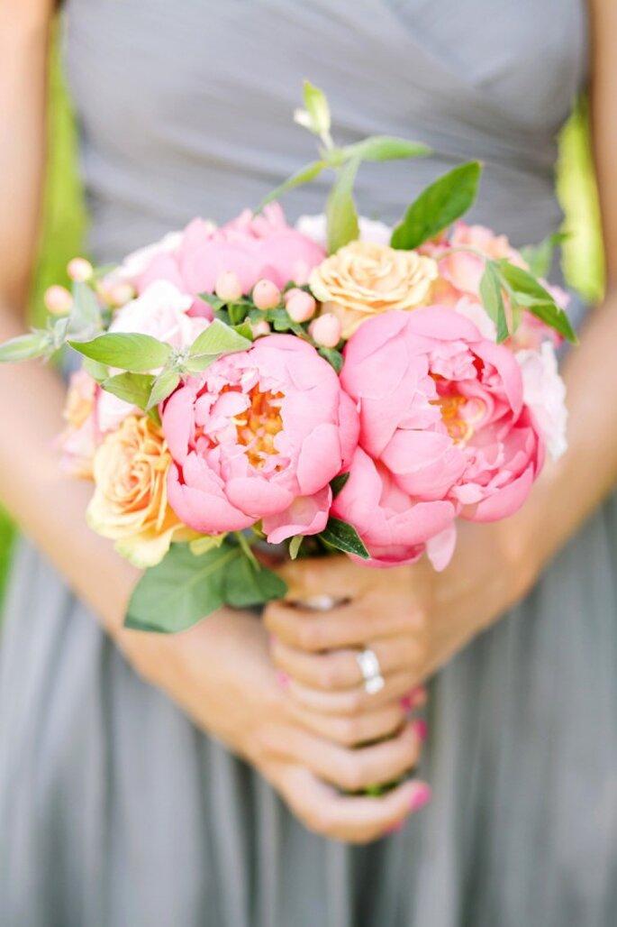 Tus damas de boda también podrán usar ramos de peonías - Foto Tanya Salazar Photography
