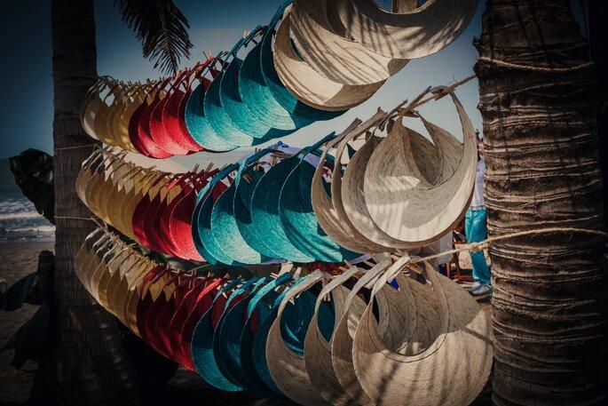 Sombreros para los invitados a una boda en la playa