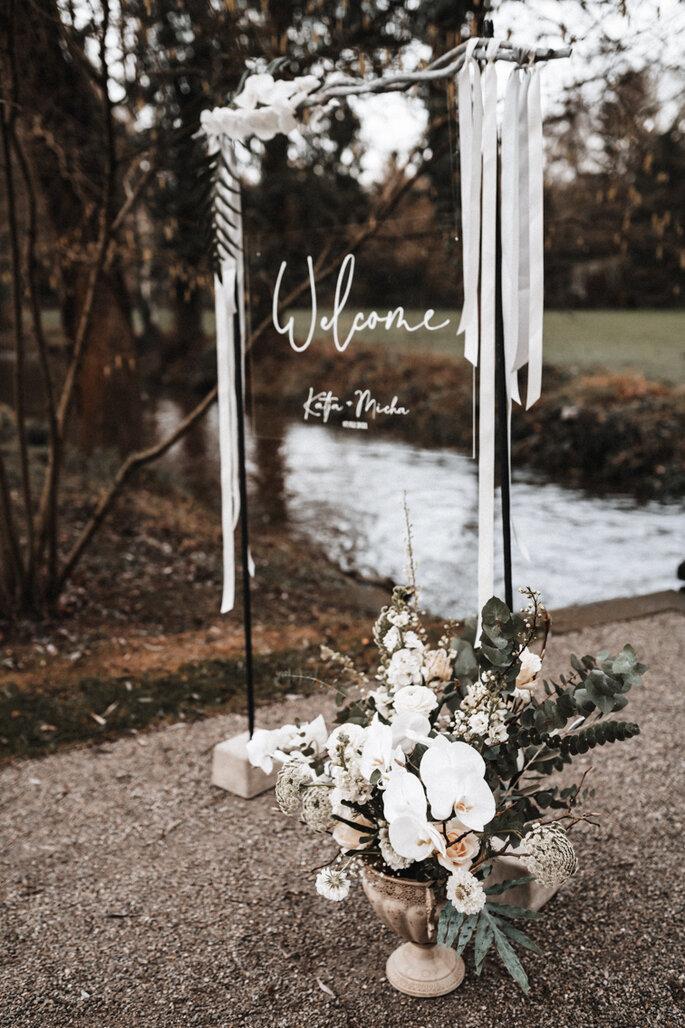Intime Hochzeit, Eleganz trifft auf rustikalen Flair Willkommensschild