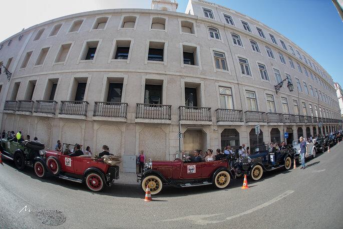 carros com os noivos em Portugal
