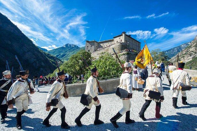 Il Forte di Bard, celebre per la marcia napoleonica inscenata ogni anno nel borgo storico. Foto via Facebook.com Fortedibard