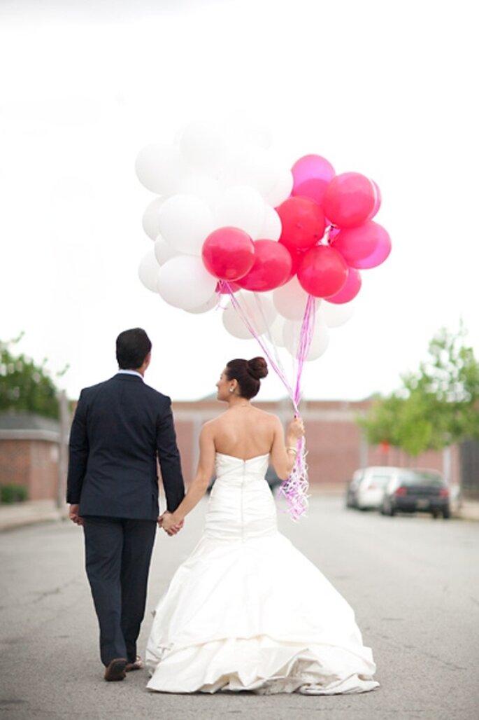 Bouquet de globos para la sesión de fotos - Foto Kate Triano en The Brides Cafe