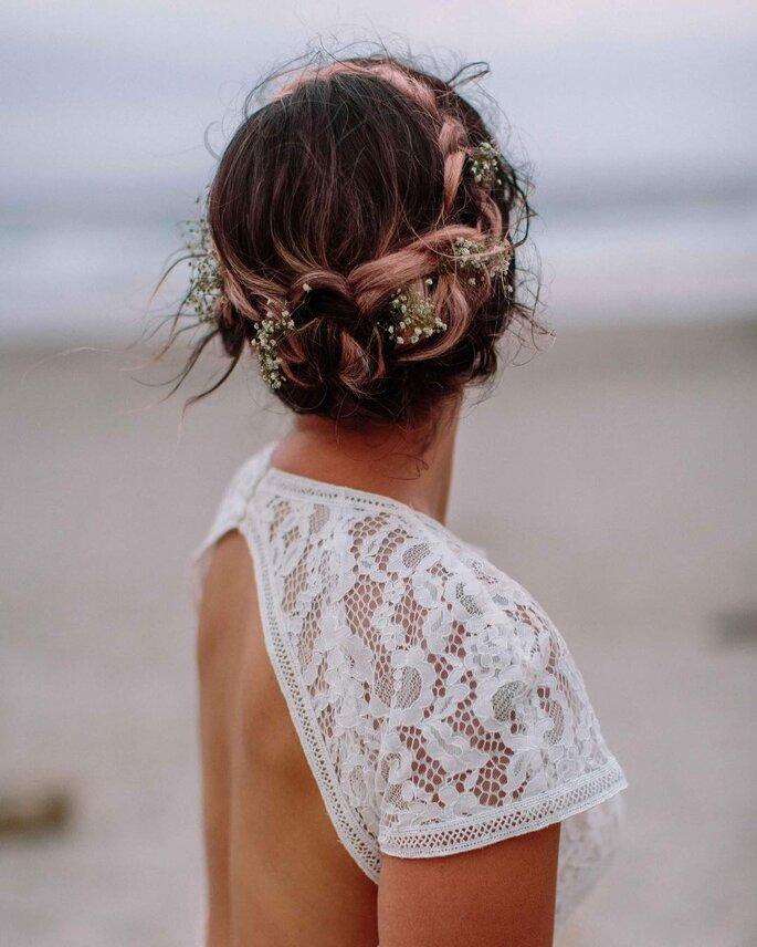 Peinado de novia con trenza recogida en forma de corona