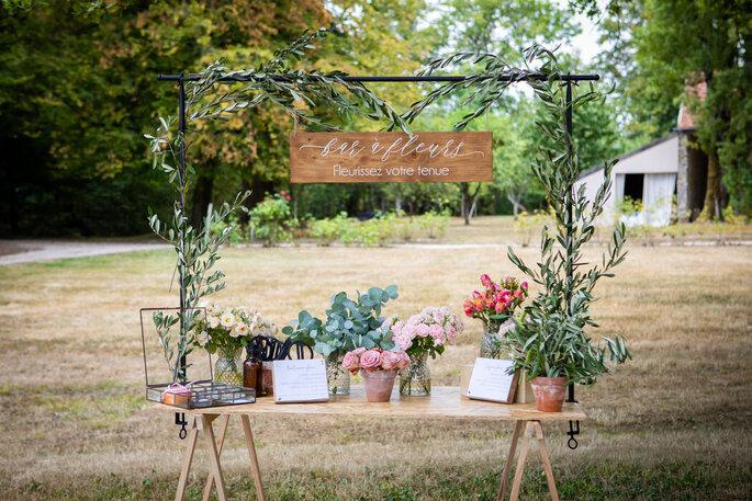 Bar à fleurs en guise de cadeaux d'invités, une idée originale pour un mariage champêtre