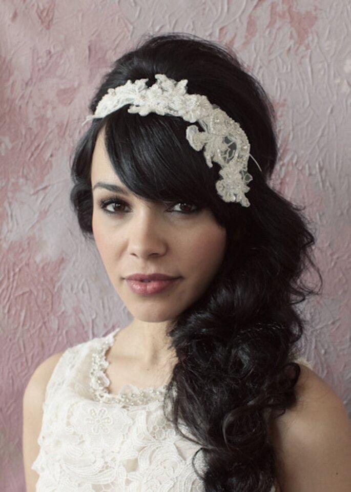 Diadema con bordados y pedreria estilo vintage para novias - Foto Sarah Seven