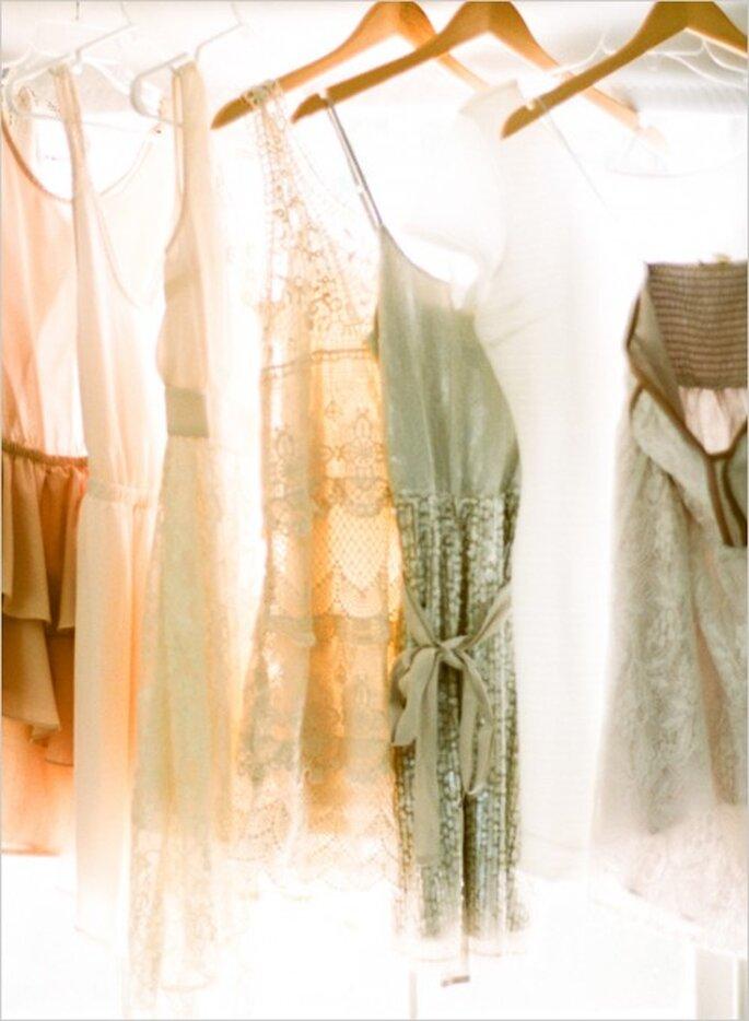 Vestidos para tus damas en gama de colores nude y arena - Foto Ryan Bernal