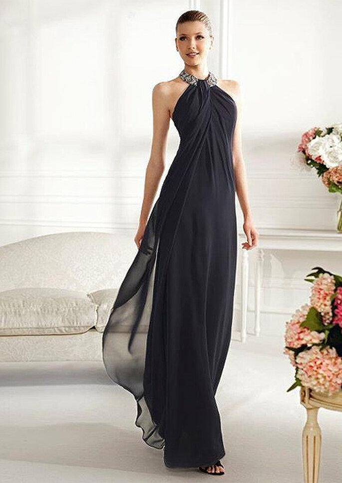 Vestido largo en color negro precolección 2013 de Pronovias. Foto Pronovias