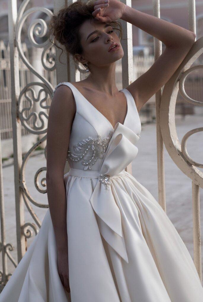 Anges et Rêves Mariage - Robe de mariée avec un gros noeud et brodée ainsi q'un décolleté