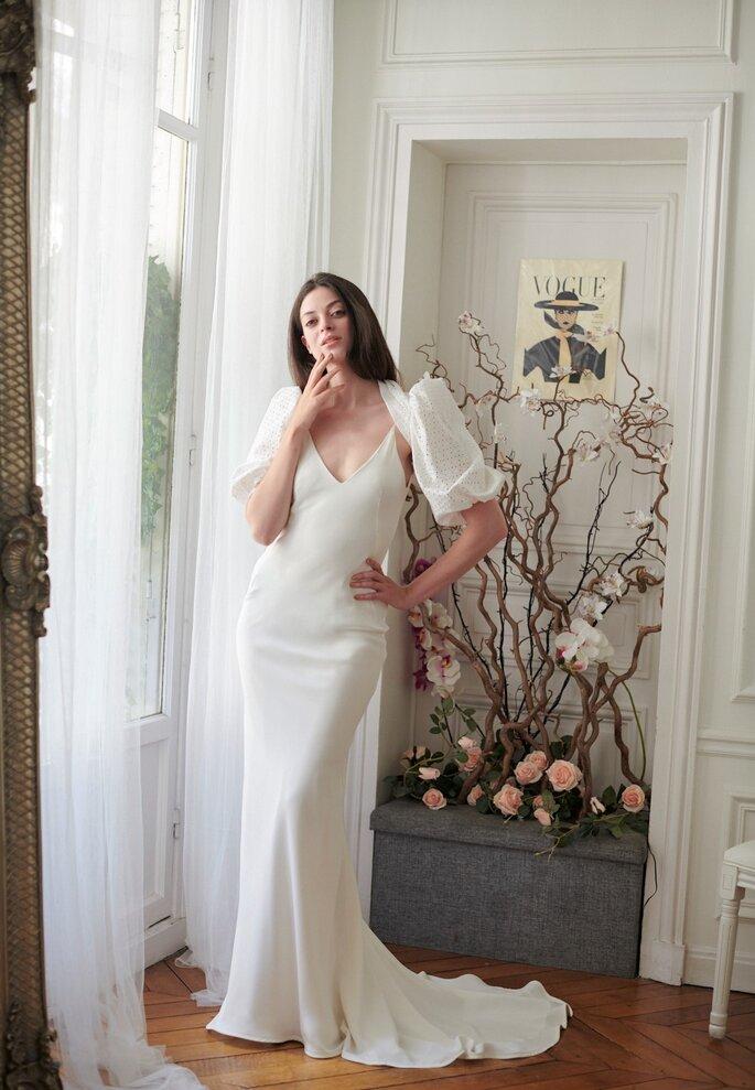 Robe de mariée longue en satin avec un boléro