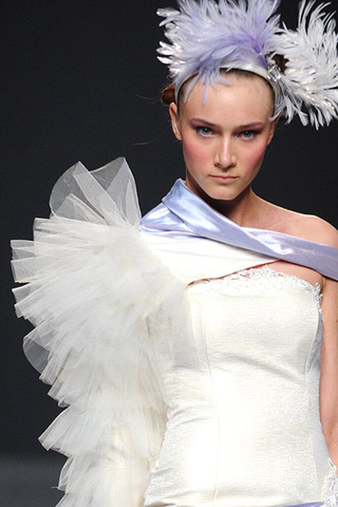 El tul y las plumas son algunos de los materiales utilizados en los vestidos de novia de Ruben Perlotti 2012 - Tomy Pelluz - Vogue