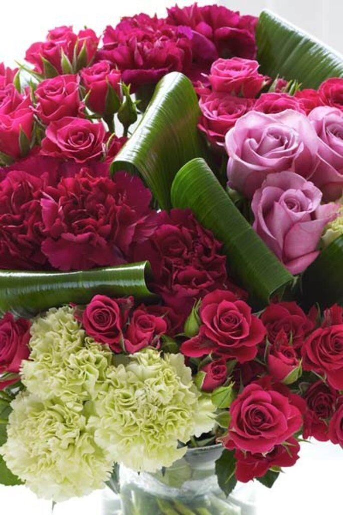 Arreglo de flores color rosa fiusha para una boda 2013 - Foto Interflora Facebook