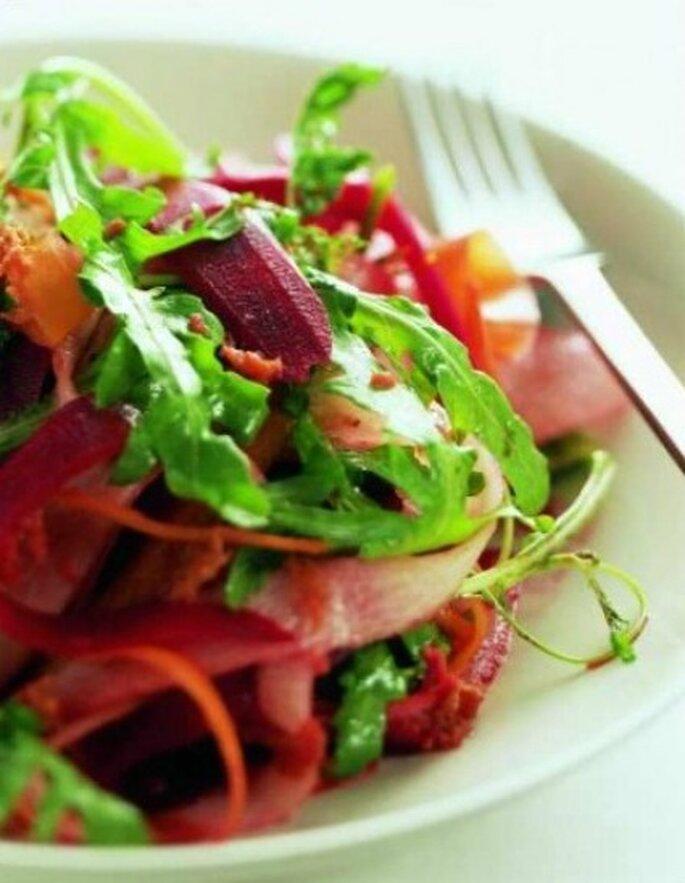 Le insalate combinate con proteine apportano poche calorie