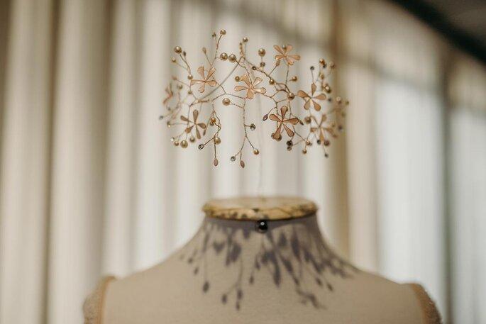 Grinalda com flores e pérolas