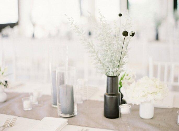 Elegante Hochzeitsdekoration in dezenten Farbtönen - Foto Jen Huang Photography