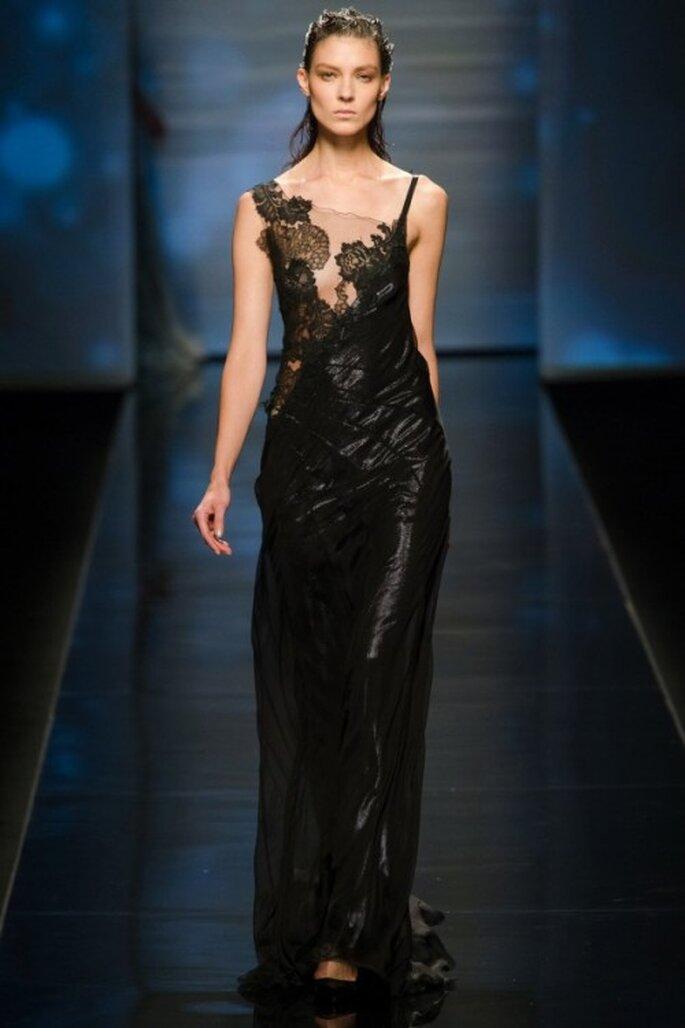 vestido negro con mucho glamour de alberta ferretti
