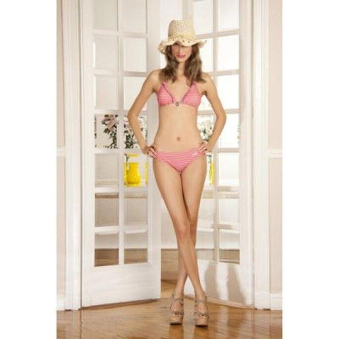 Bikini femenino con rayas rosas - Foto Dolores Promesa