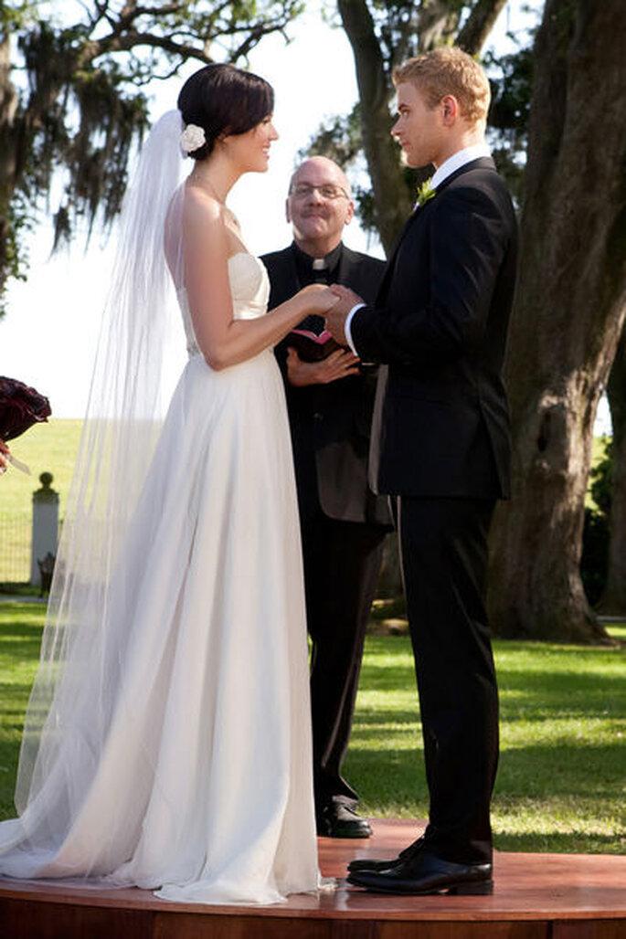 Schauspielerin Mandy Moore trägt ein Empire inspiriertes Brautkleid – Foto: IFC Films