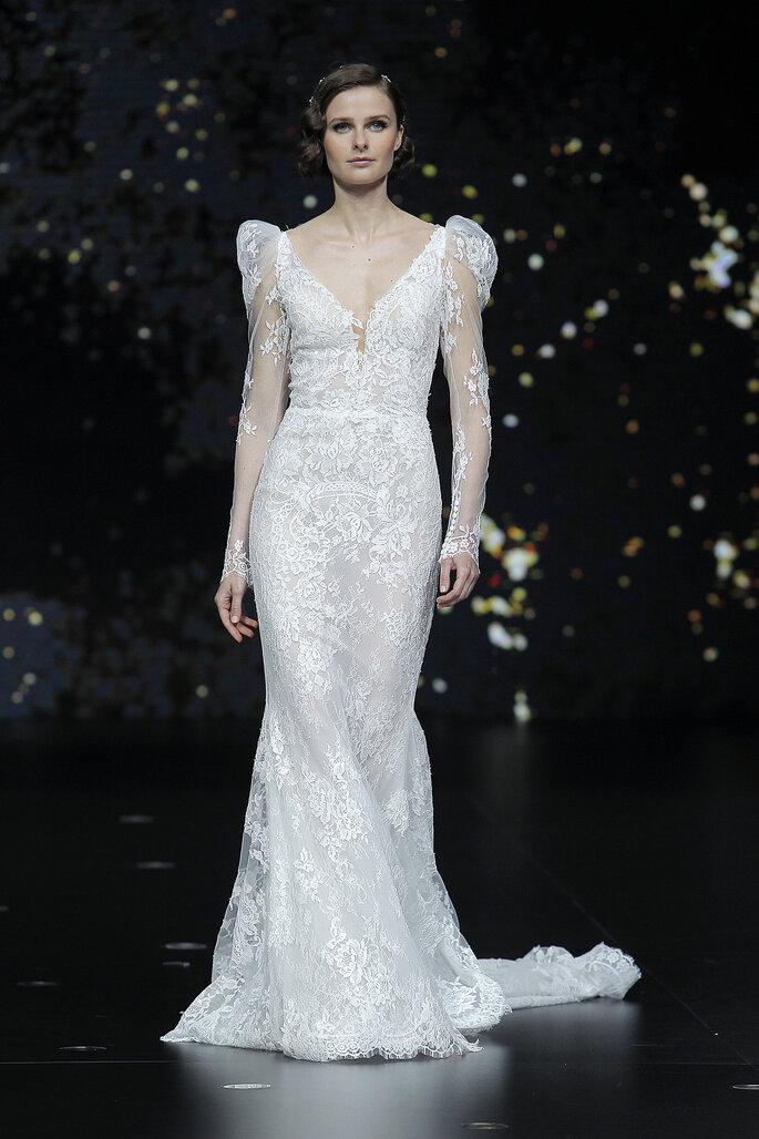 Vestido de novia línea A con mangas abullonadas de encaja