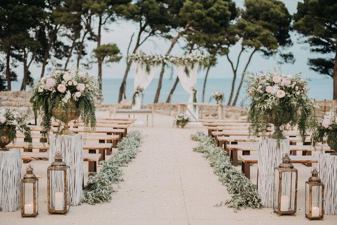 Entre tonos pastel decoración boda playa
