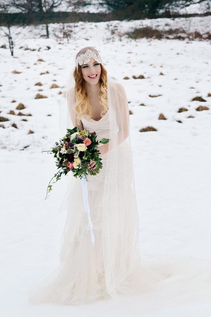 Winterhochzeit Inspiration Braut im Schnee