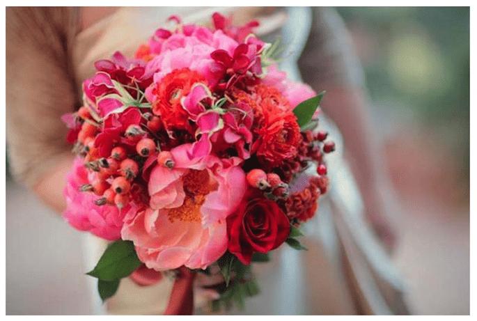 Jesienny czerwony bukiet z dziką różą