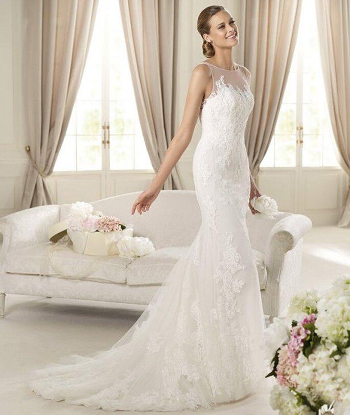 Vestido de novia estilo sirena con encaje y transparencias - Foto Pronovias 2013