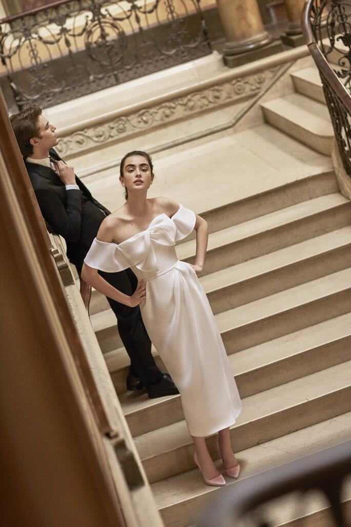 Vestido de novia corte recto con tirantes lazos en tono morado