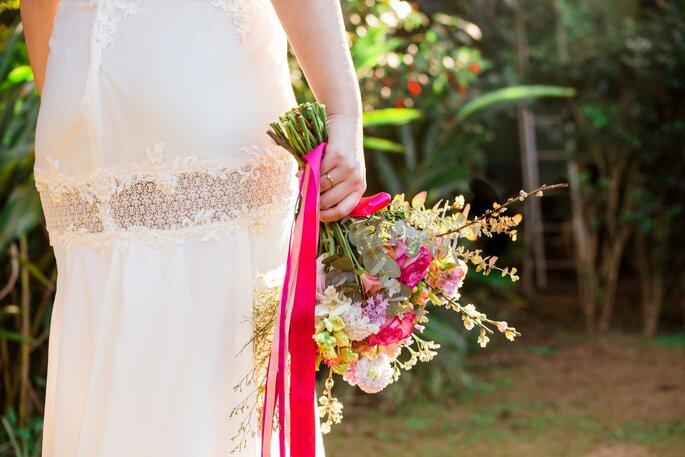 Buquê de flores com fitas