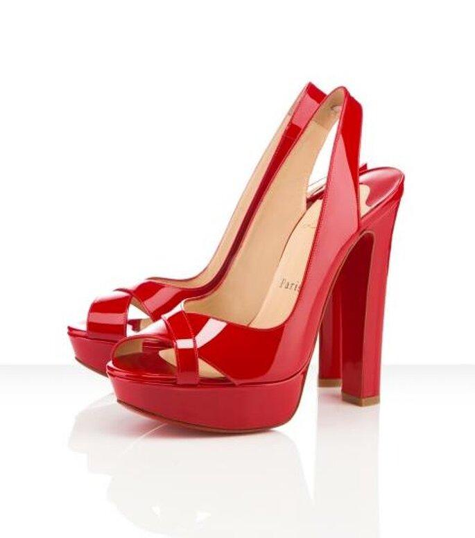 Zapatos de tacón alto y plataforma en color rojo para agregar a tu mesa de regalos online para San Valentín - Foto Christian Louboutin