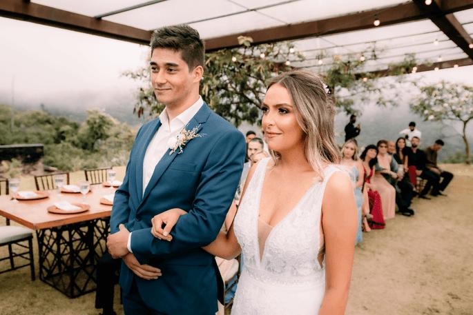 Linda foto do noivos na cerimônia