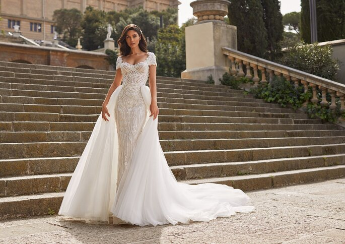 Pronovias Premiere 2021 Vestido de novia sirena con escote redondo en manga corta con pedreria
