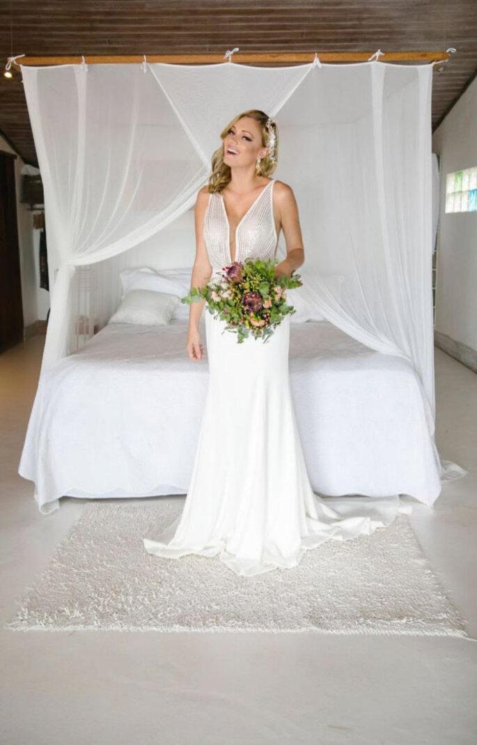 Vestido de noiva com decote profundo