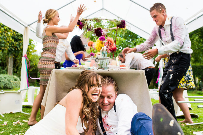 Foto: Trouw Trendy - Styling: Troupe de Luxe - Bruidstaart: Micha en Diana's Pâtisserie - Visagie: ColourYourFaceUp - Haarstyling: KnapKnipwerk