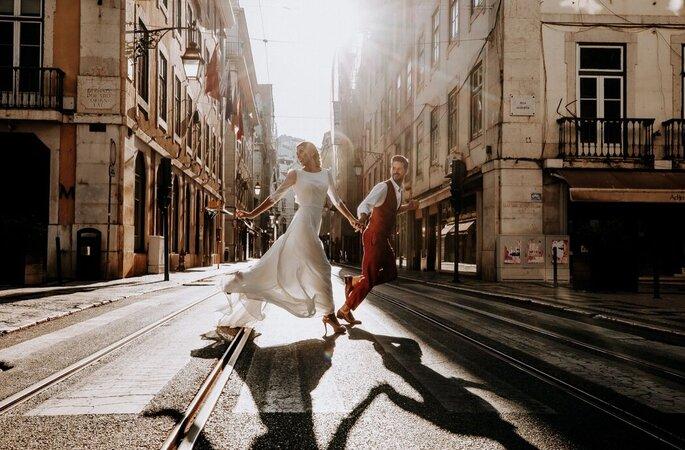 Noivos a correr pela cidade