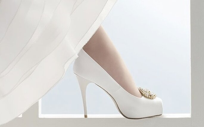 Modelo de zapato de novia con punta cuadrada de Rosa Clará