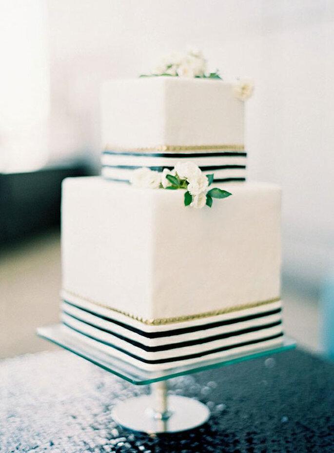 Pastel de bodas a rayas - Foto Oliveta Design