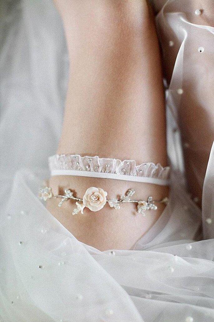 Strumpfband Braut zart weiß mit Rosenapplikationen