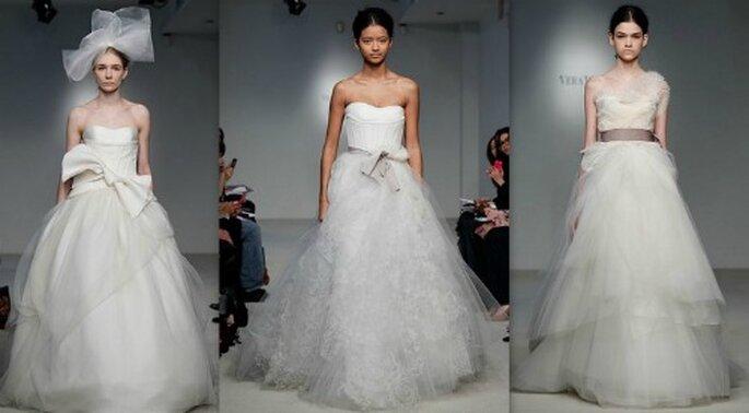 Tre abiti della Collezione 2012 di Vera Wang che valorizzano il punto vita con fiocchi o nastri.