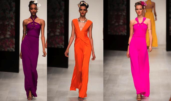 Vestidos de fiesta largo con escotes en V y asimétricos en colores morado, naranja y rosa intenso - Foto Issa