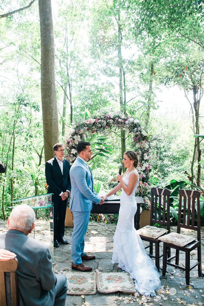 Celebração de casamento ao ar livre